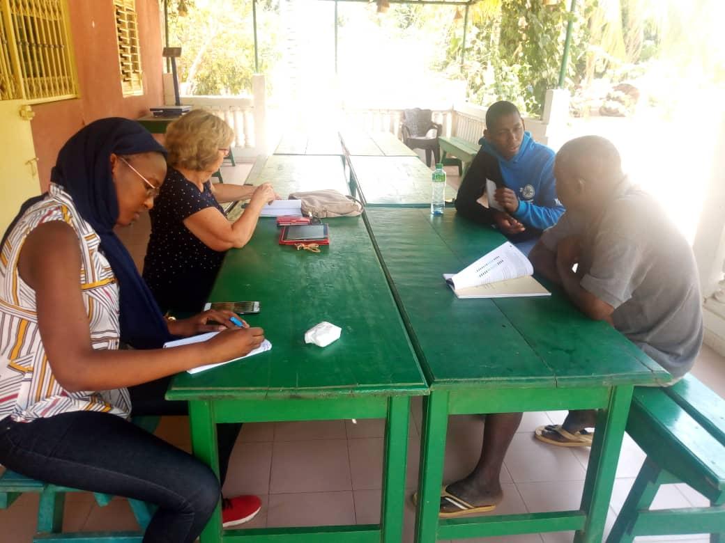 Discussion de l'équipe de CICODEV avec M. Gora NDIAYE et Mme Josette Loukianoff à la ferme Kaydara